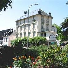 Hotel Au Val Doré in Puy-laveze