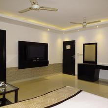 Hotel B Continental in New Delhi