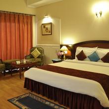 Hotel Babylon International in Gogaon
