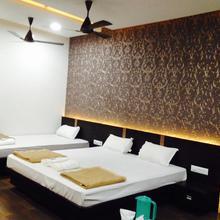 Hotel Bhavana in Mansi