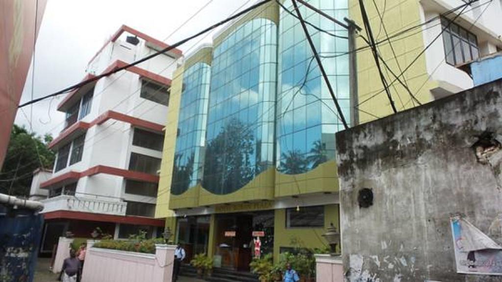 Hotel Boban Plaza in Vellanad