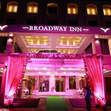 Hotel Broadway Inn in Kharkhauda