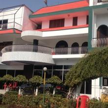 Hotel Buddha International in Manpur