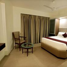 Hotel Central Excellency in Kadodara