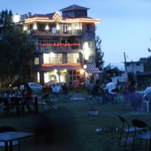 Hotel Centre Point Resorts & Club Palampur in Baijnath