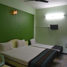 Hotel Chela in Valangaiman