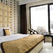 Hotel China Town in Chaukhandi