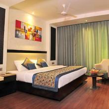 Hotel City Star in Dharoti Khurd