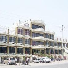 Hotel Clark International in Saharanpur