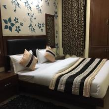 Hotel Darpan Palace in New Delhi