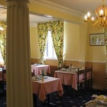 Hotel De La Residence in Noailles