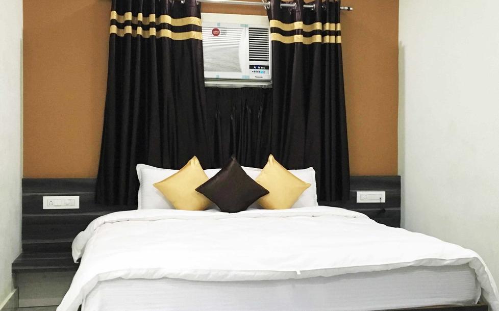 Hotel Deepak place in Varanasi