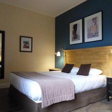 Hotel Des Cedres in Combleux