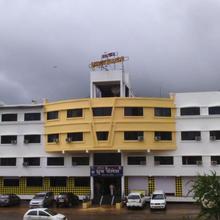 Hotel Dhruv Palace in Mahiravani