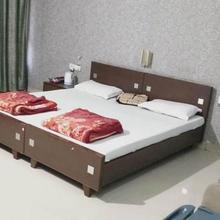 Hotel Dk Motels in Phalghat