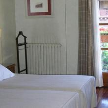 Hotel Echaurren in Azarrulla
