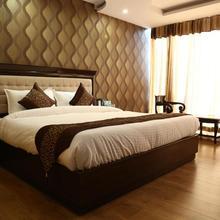 Hotel Ellysee in Pitambarpur