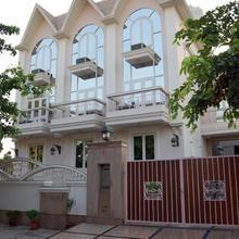Hotel Exotica in Samalkha