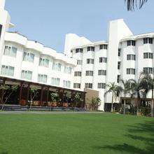 Hotel Express Residency Vadodara in Pratapnagar