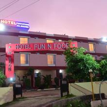 Hotel Fun N Food in Mandu