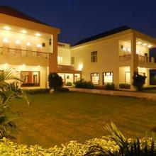Hotel Garden Court in Chohal