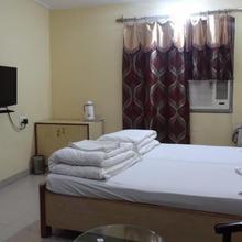 Hotel Gharana in Chakand