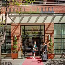 Hotel Giraffe By Library Hotel Collection in Teterboro