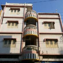 Hotel Giri in Indore