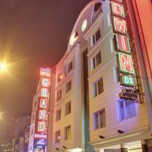 Hotel Godwin Deluxe in Dharoti Khurd