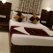 hotel golden city in Mumbai