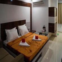 Hotel Grand Paradise in Padra