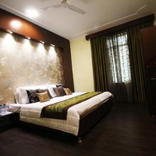 Hotel Green Leaf in Karapur