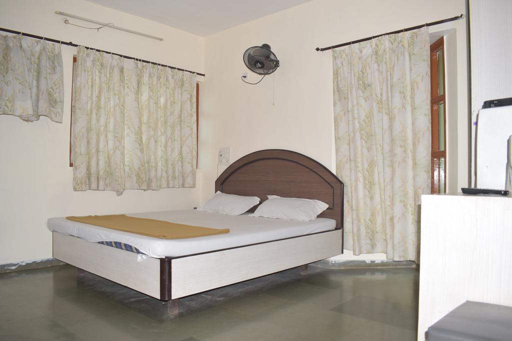 Hotel Guruji in Dhokaude