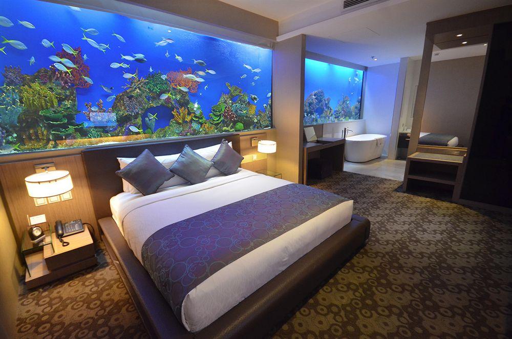 Hotel H2O in Manila