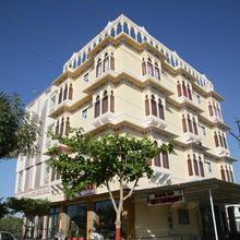 Hotel Harsh Palace in Bhalariya