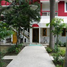 Hotel Heavens Garden in Dhandhera