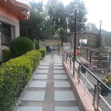 Hotel Hill Top Forest Palace in Rithakhal