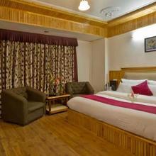 Hotel Himgiri in Manali