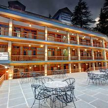 Hotel Holiday Home International in Manali