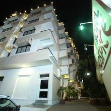 Hotel Hospice in Bharthali