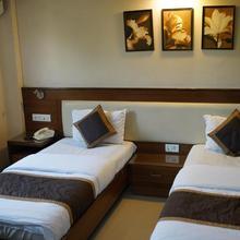 Hotel Iris in Phursungi