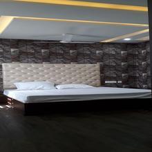 Hotel J S in Hisar