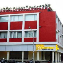 Hotel Jh E18hteen in Kharar