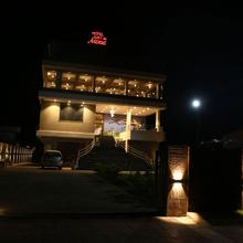 Hotel Just In Avenue in Bhalwani