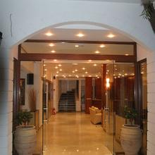 Hotel Kaiser Bridge in Chlomos