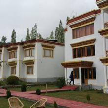 Hotel Karma Inn in Deshkit