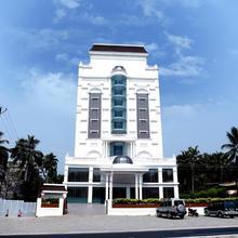 Hotel Karthika Park in Vettutura