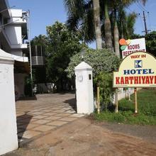Hotel Karthiyayini in Shertallai