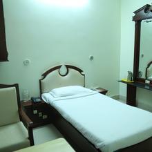 Hotel Kaveri Grand in Inamanamelluru