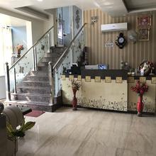 Hotel Kd (kunal Dimension) in Salempur